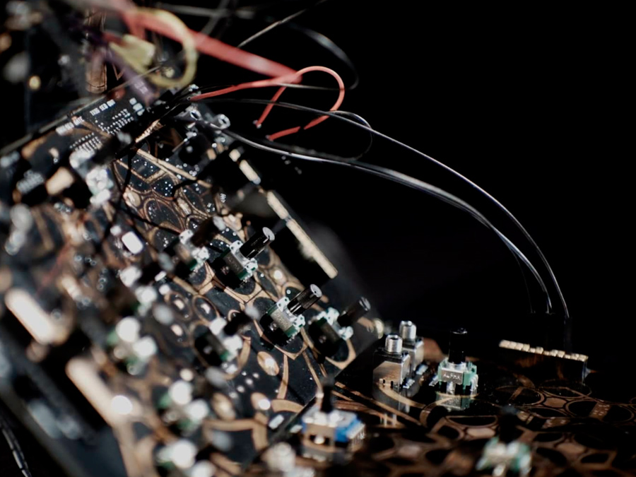 Folktek_Glitch_Art_Arius_Blaze_Art_Synth_Sequencer